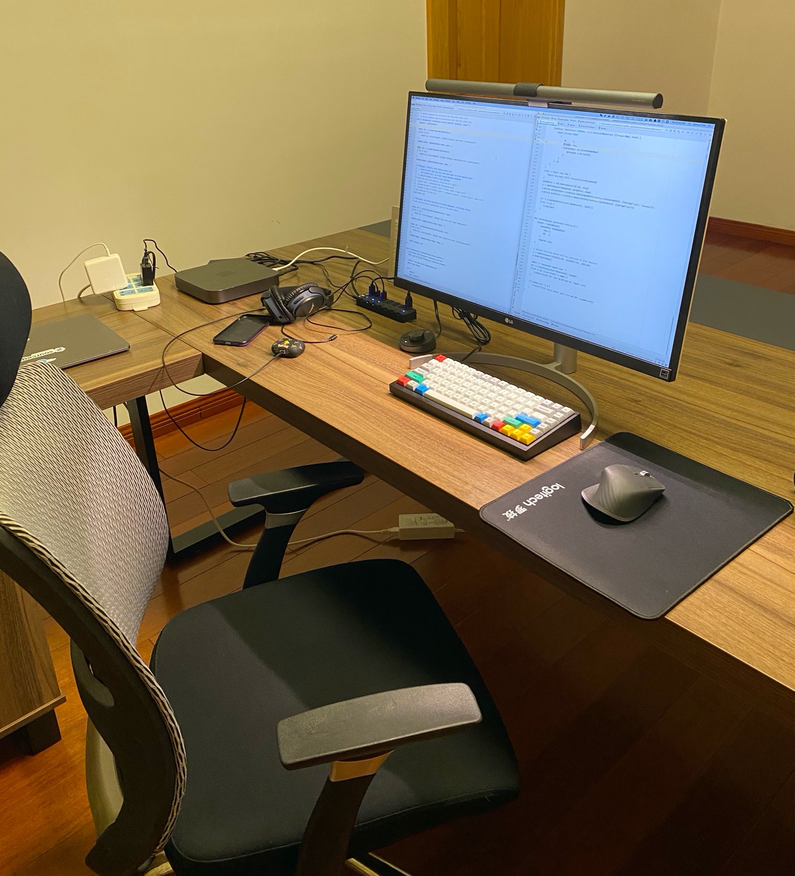 Home office setup of Joe Chen, software engineer