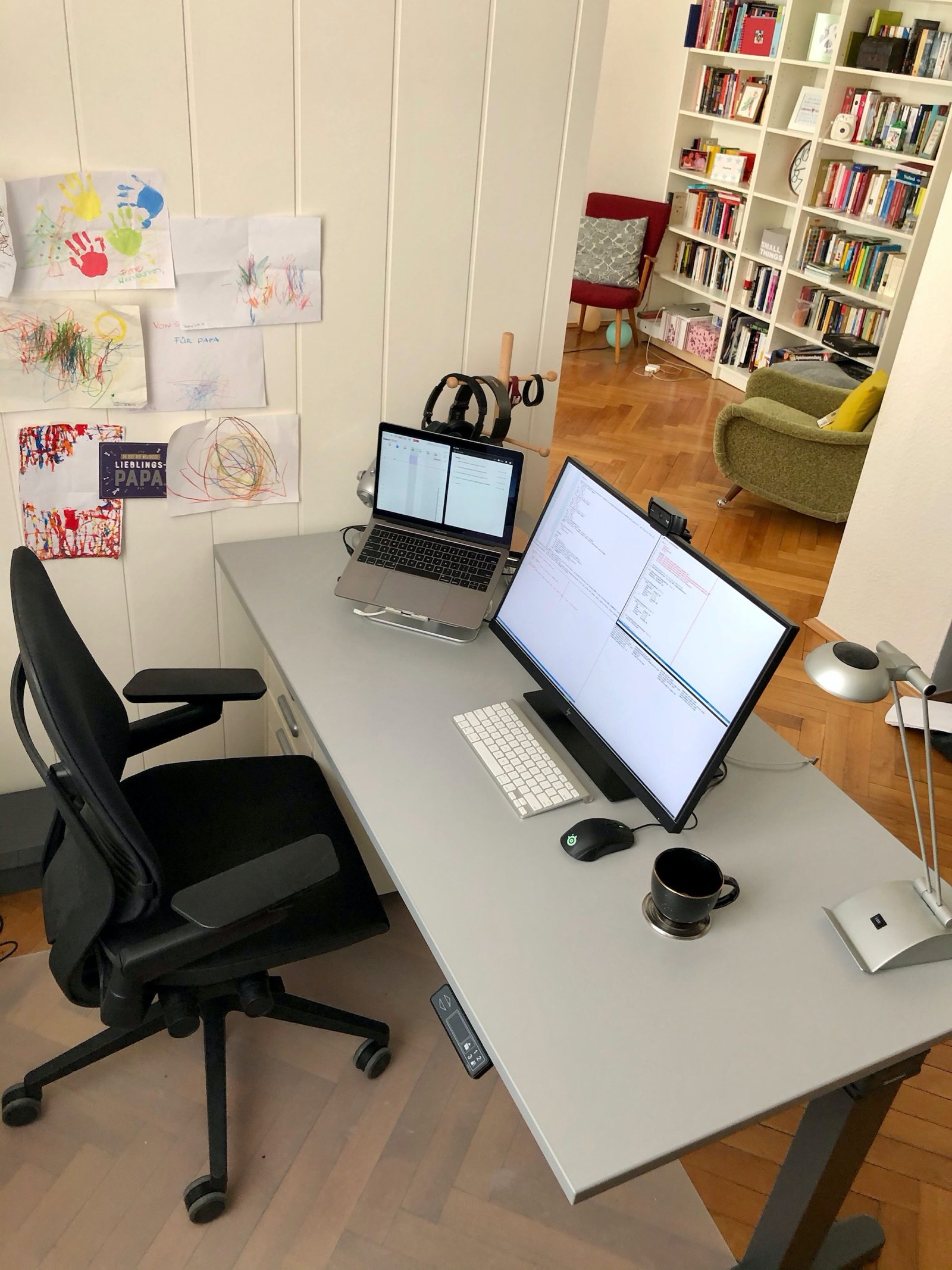 Home office setup of Thorsten Ball, software engineer