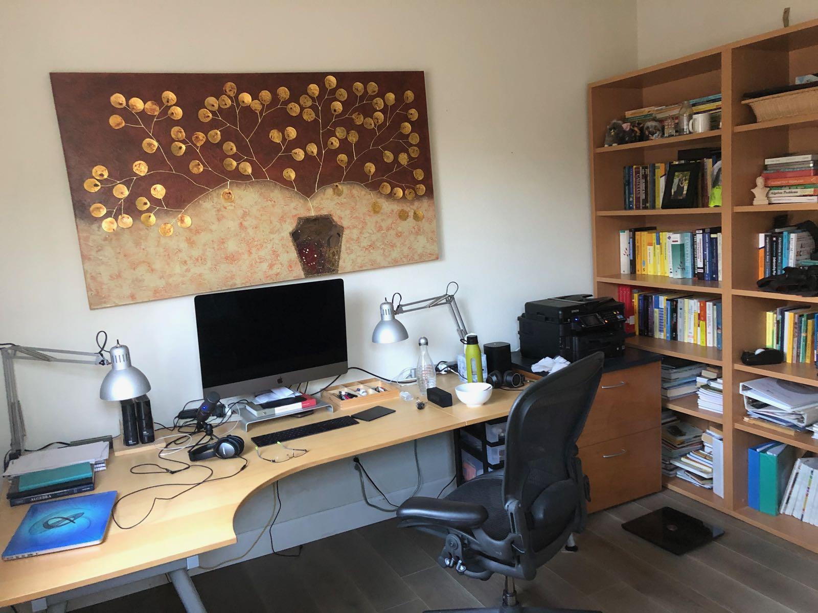 Home office setup of Uwe Hoffmann, Software Engineer